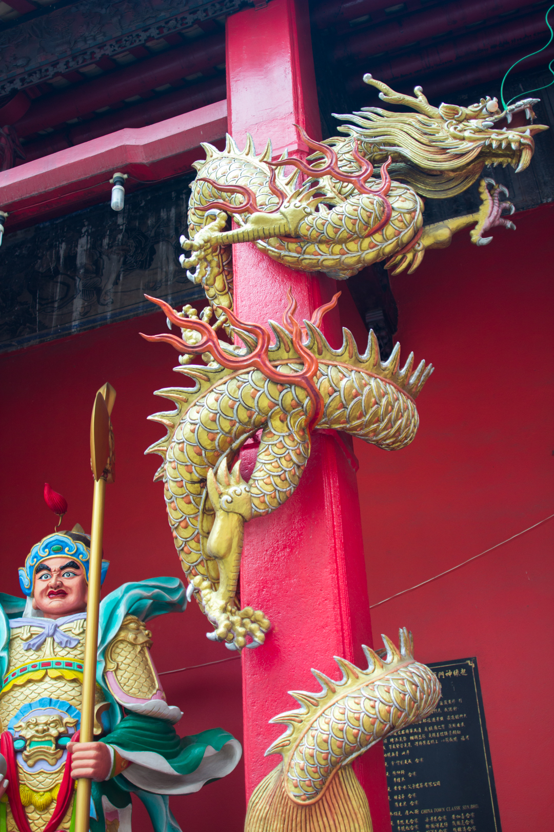 dragon at chinese temple